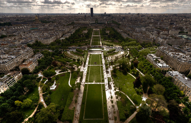 Paris- Symmetric